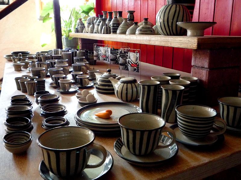 keramik im steigerwald keramik schwarz weiss p1000566. Black Bedroom Furniture Sets. Home Design Ideas