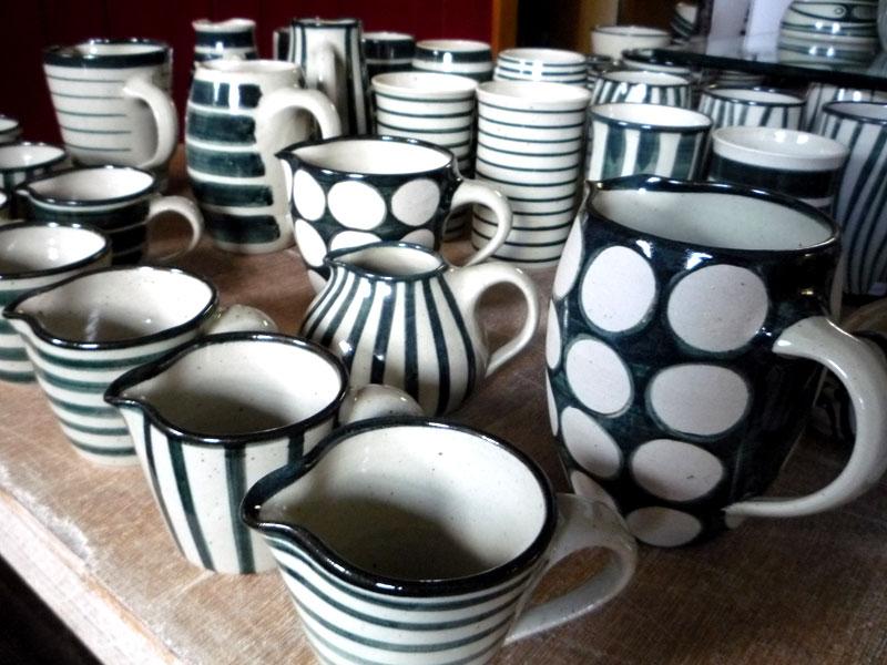 keramik im steigerwald keramik schwarz weiss p1010252. Black Bedroom Furniture Sets. Home Design Ideas